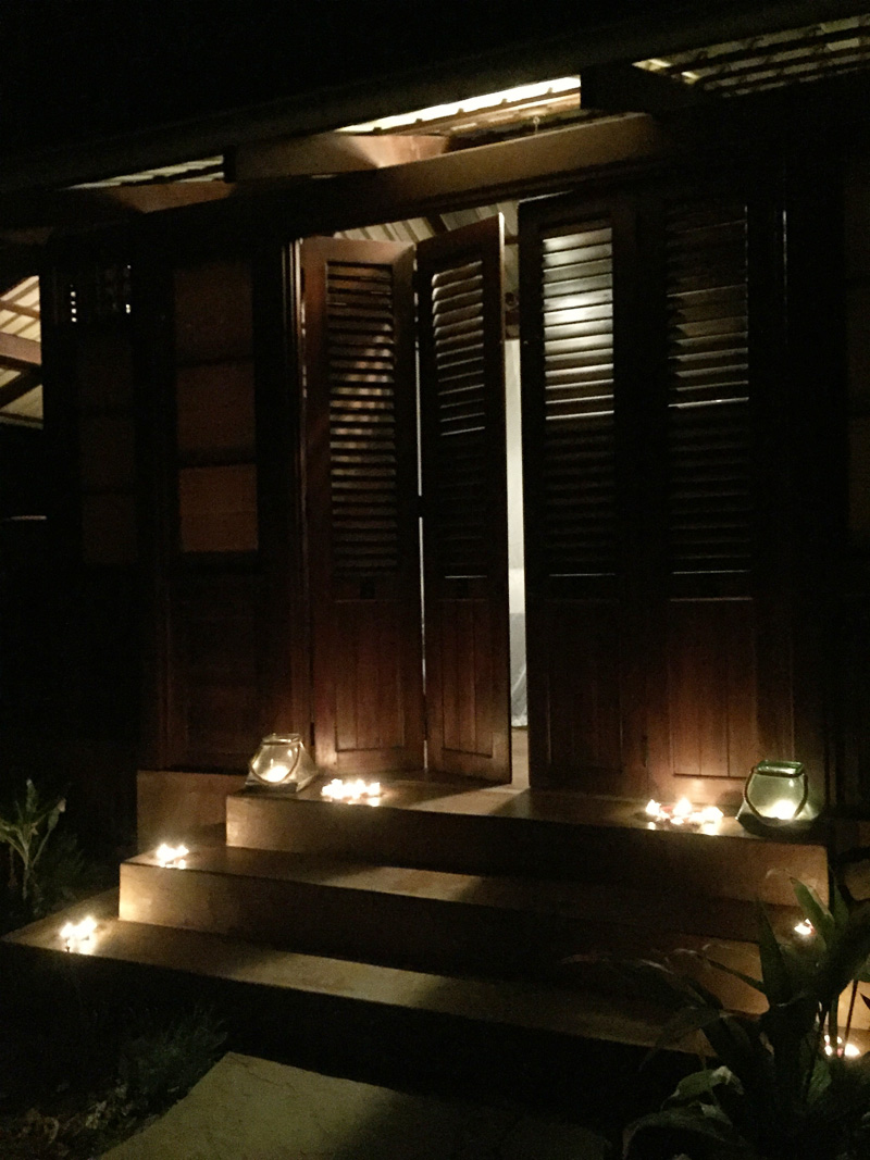 RosyCheeks-Blog-Costa-Rica-Latitude-10-Junior-Suite-candles