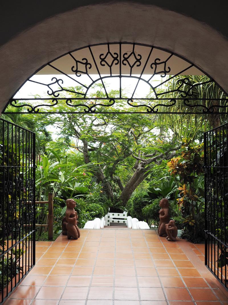 RosyCheeks-Blog-Costa-Rica-Manuel-Antonio-Hotel-La-Mariposa-stairs