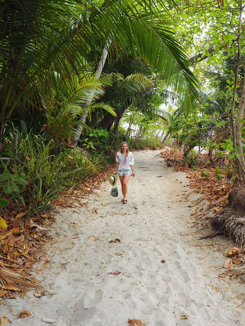 RosyCheeks-Blog-Costa-Rica-Montezuma-Beach-walk-2