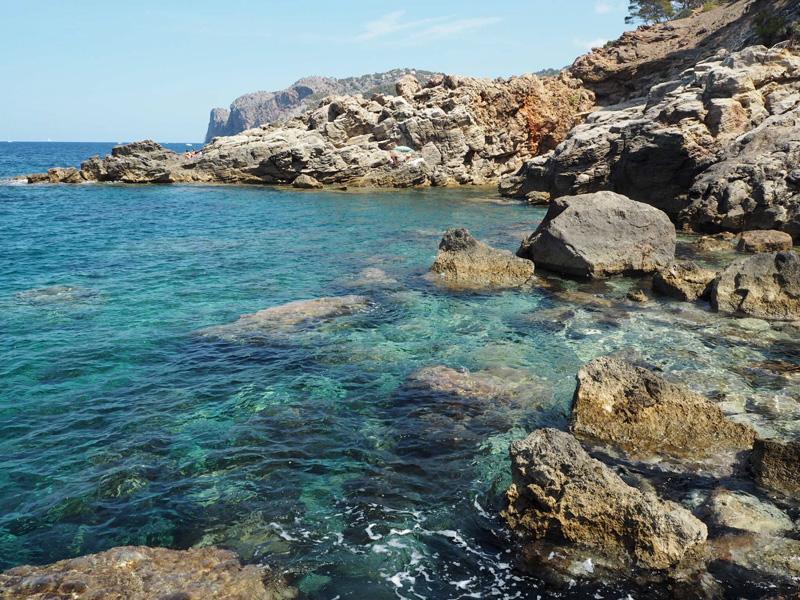 rosycheeks-mallorca-bay-water
