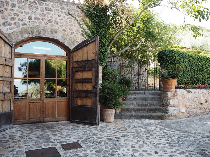 rosycheeks-deia-cas-xorc-kitchen-doors