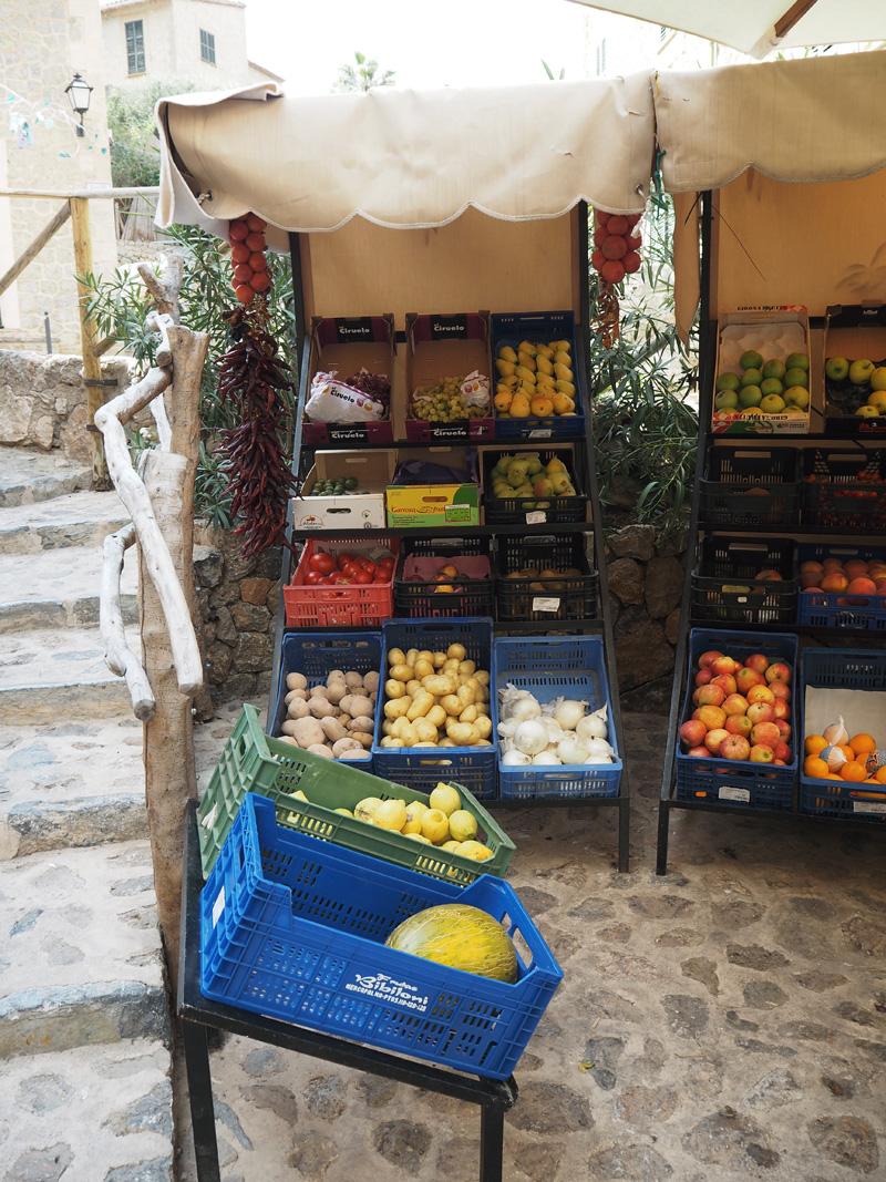 rosycheeks-mallorca-deia-supermarket