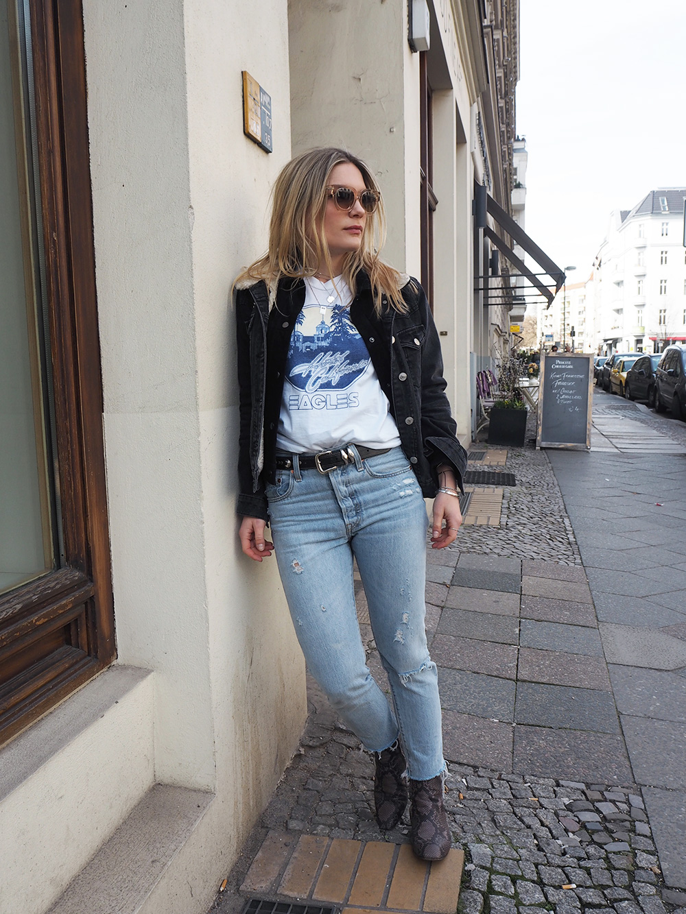Rosycheeks-blog-Hotel-california-t-shirt-ace-tate-sunglasses