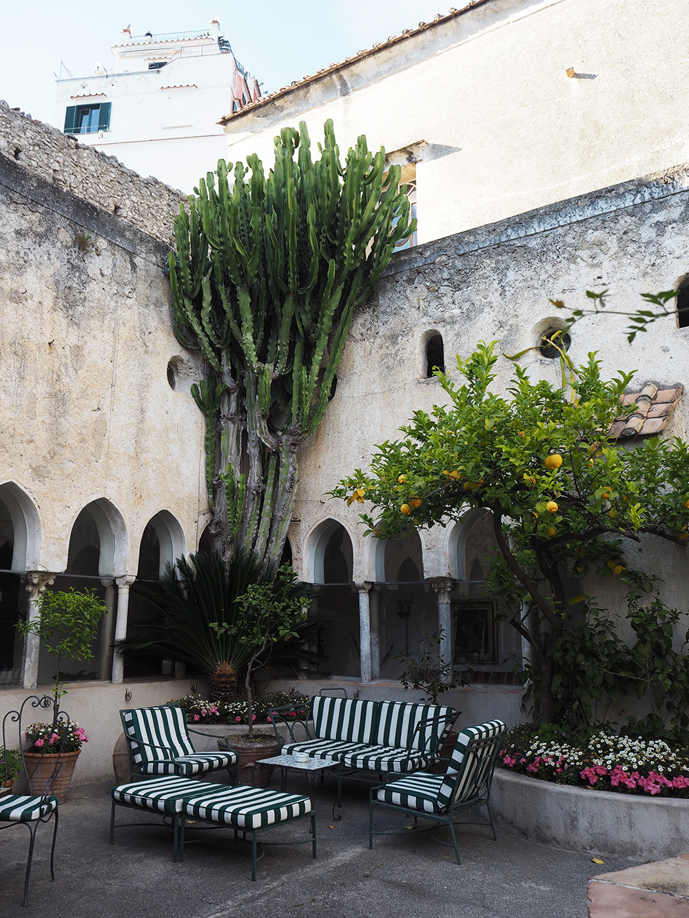 RosyCheeks-Amalfi-Hotel-Luna-Convento-Courtyard