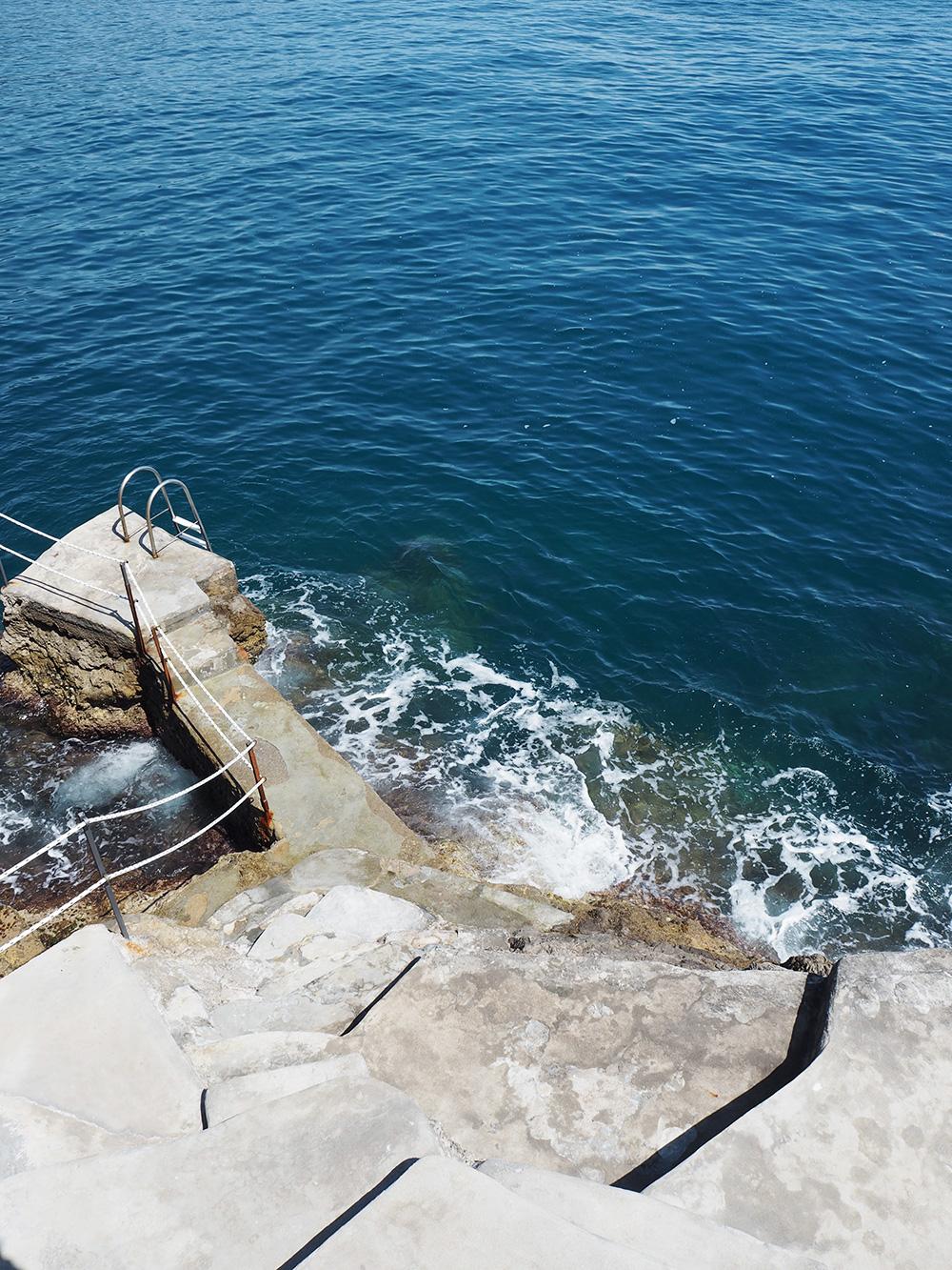 RosyCheeks-Amalfi-Hotel-Luna-Convento-rocks-sea