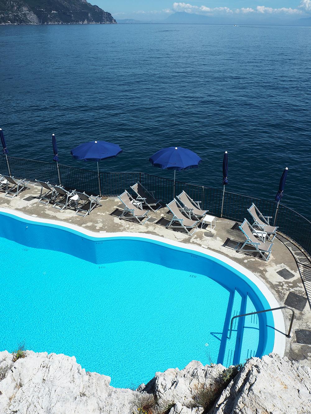 RosyCheeks-Amalfi-Hotel-Lunca-Convento-pool