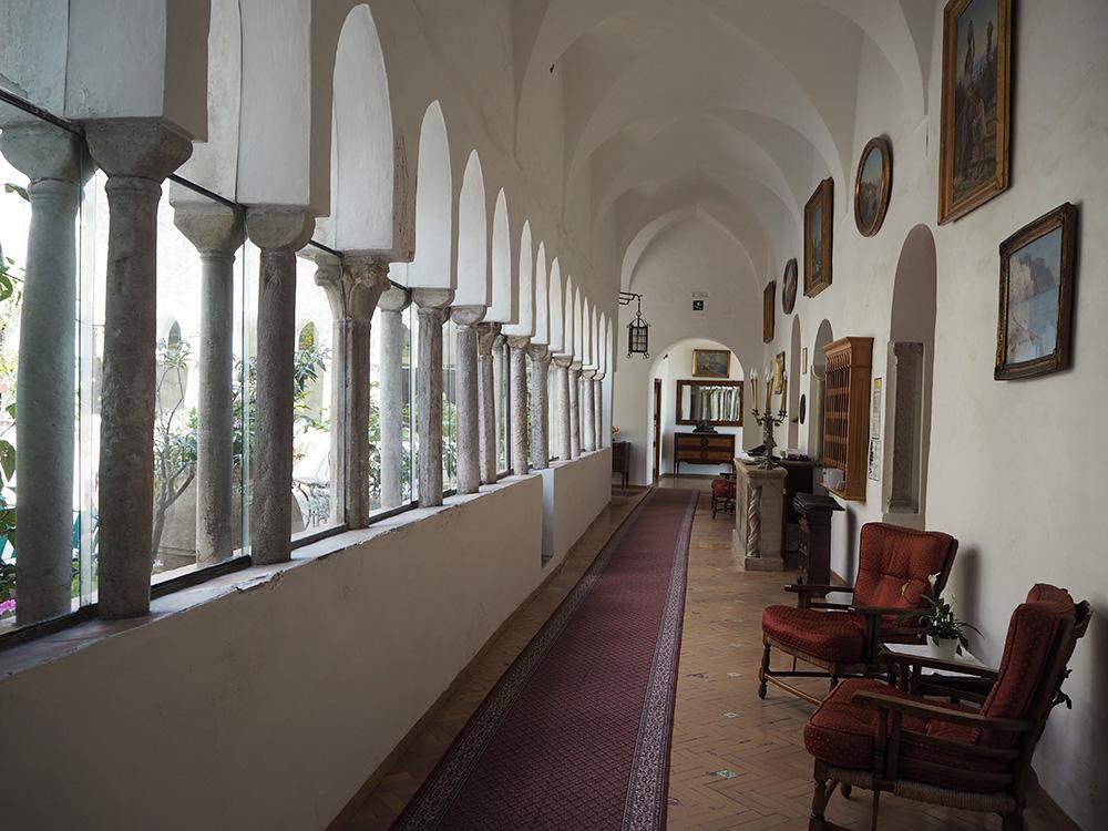 RosyCheeks-Amalfi-Hotel-luna-Convento-hallway
