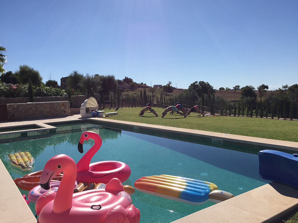 RosyCheeks-Mallorca-Finca-morning-yoga