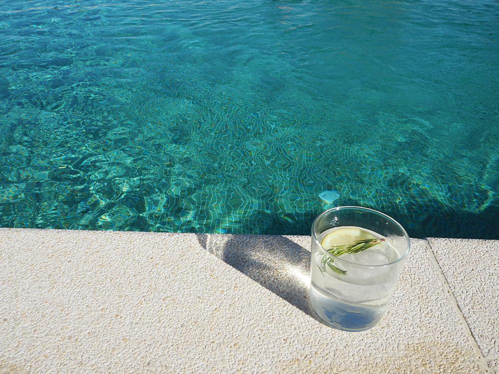 RosyCheeks-Mallorca-finca-water-pool