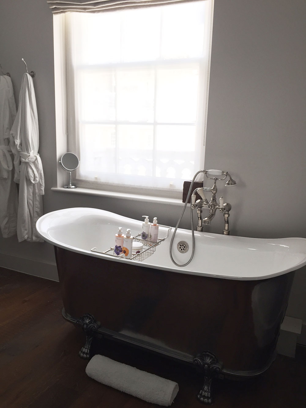 RosyCheeks-Artist-Residence-London-Bathroom-club-suite