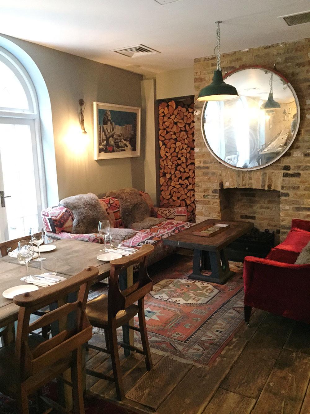 RosyCheeks-Artist-Residence-London-partyroom