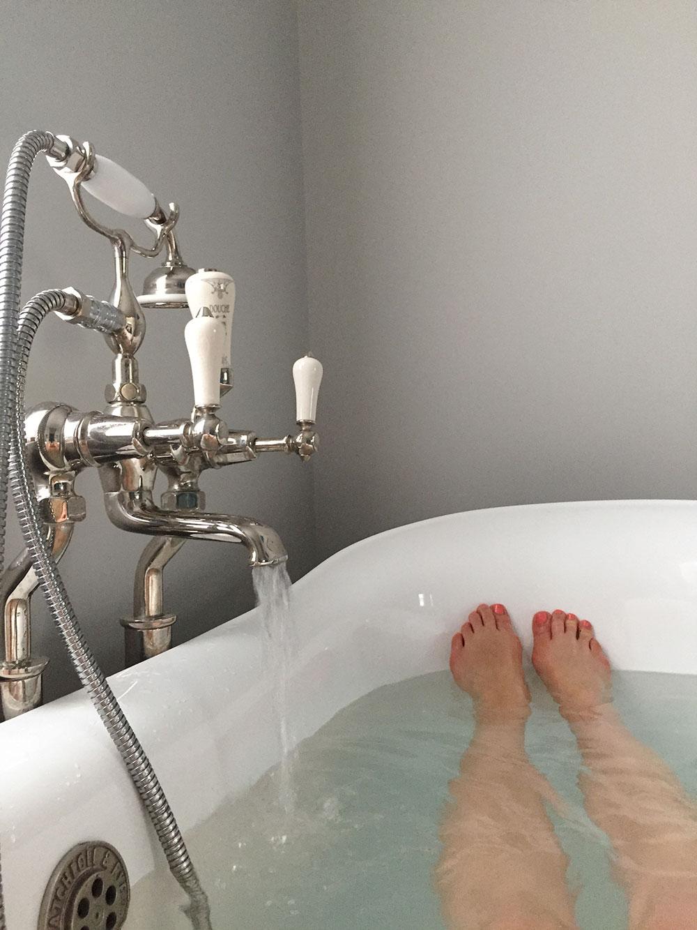 RosyCheeks-Artist-Residence-bath