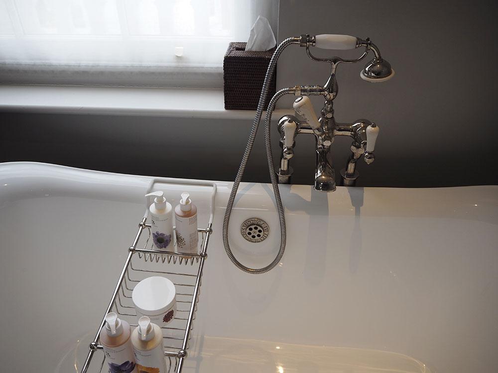 RosyCheeks-Artist-Residence-bathtub