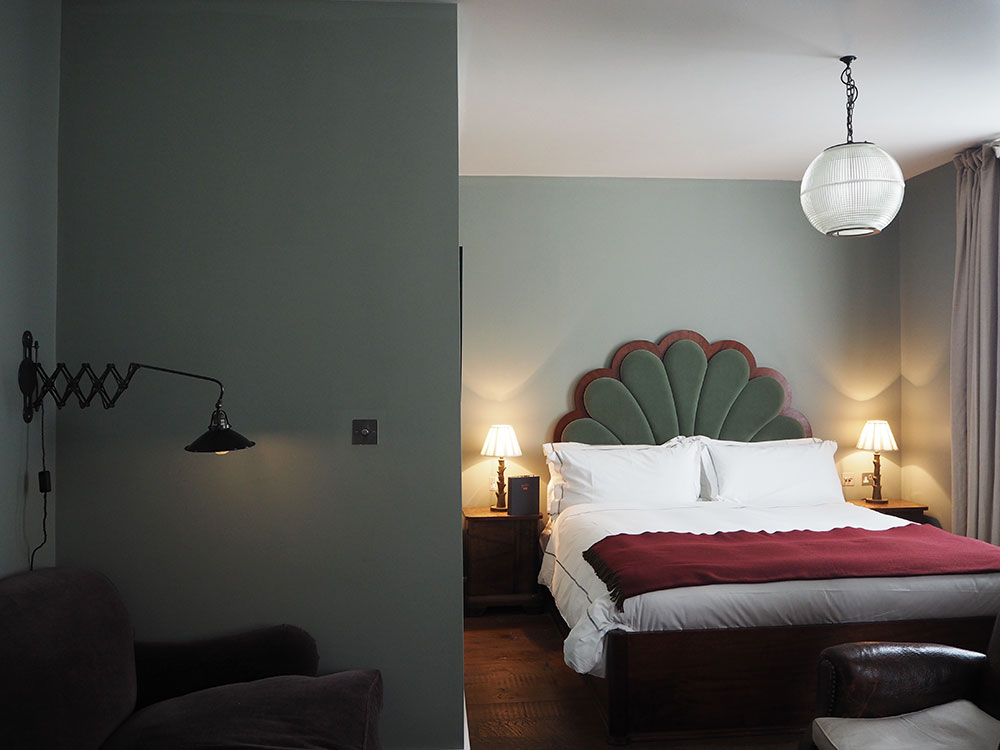 RosyCheeks-Hotel-Artist-Residence-London-Club-Suite
