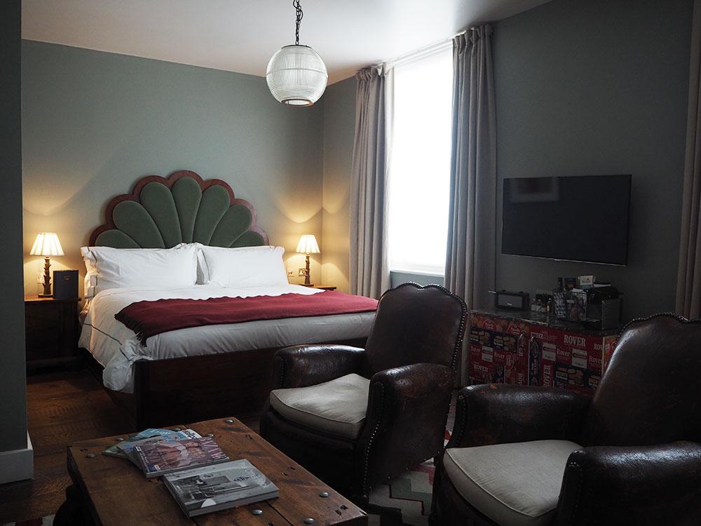 rosycheeks-artist-residence-club-suite