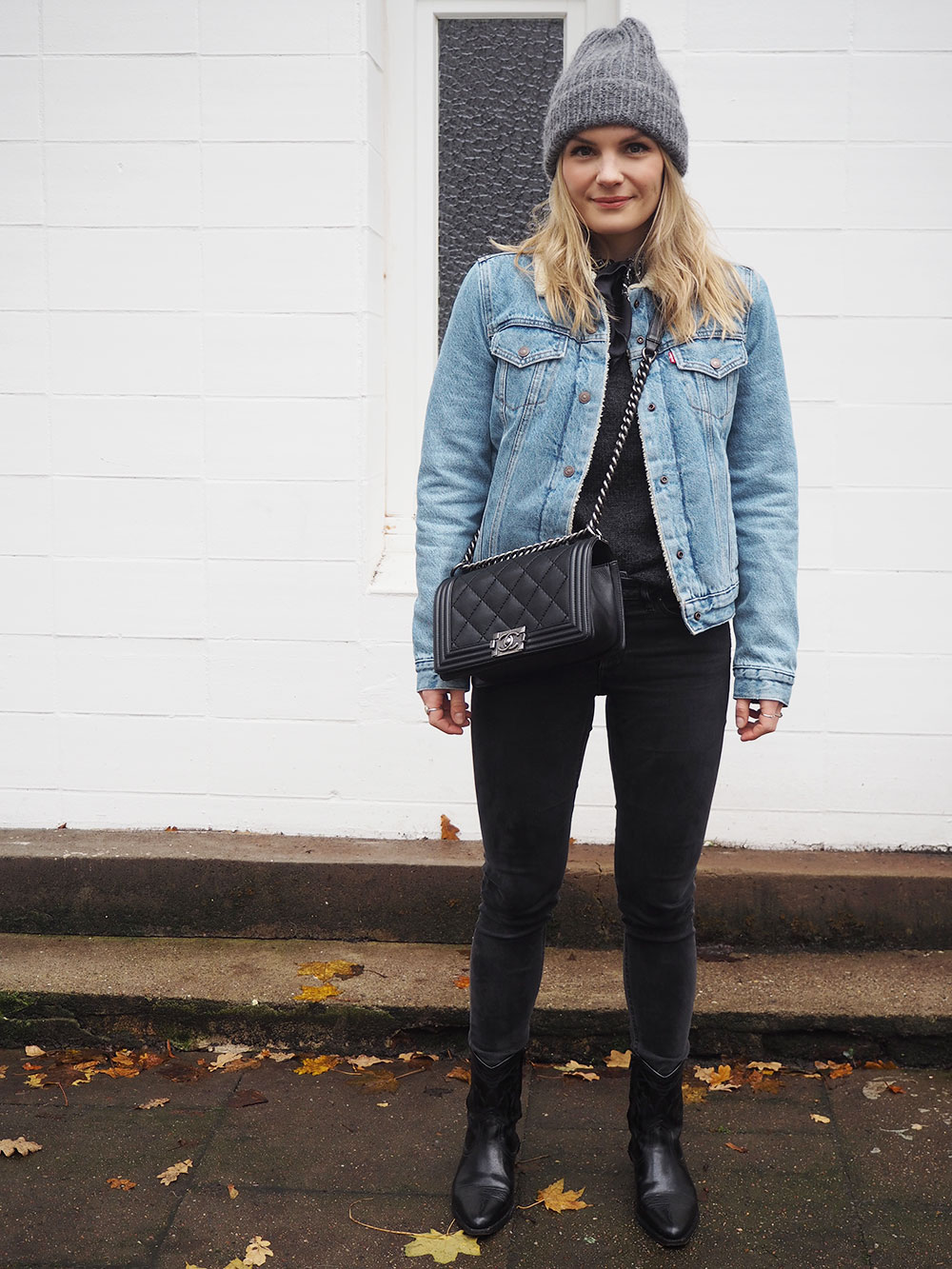 RosyCheeks-Levis-Sherpa-Jacket-November-look
