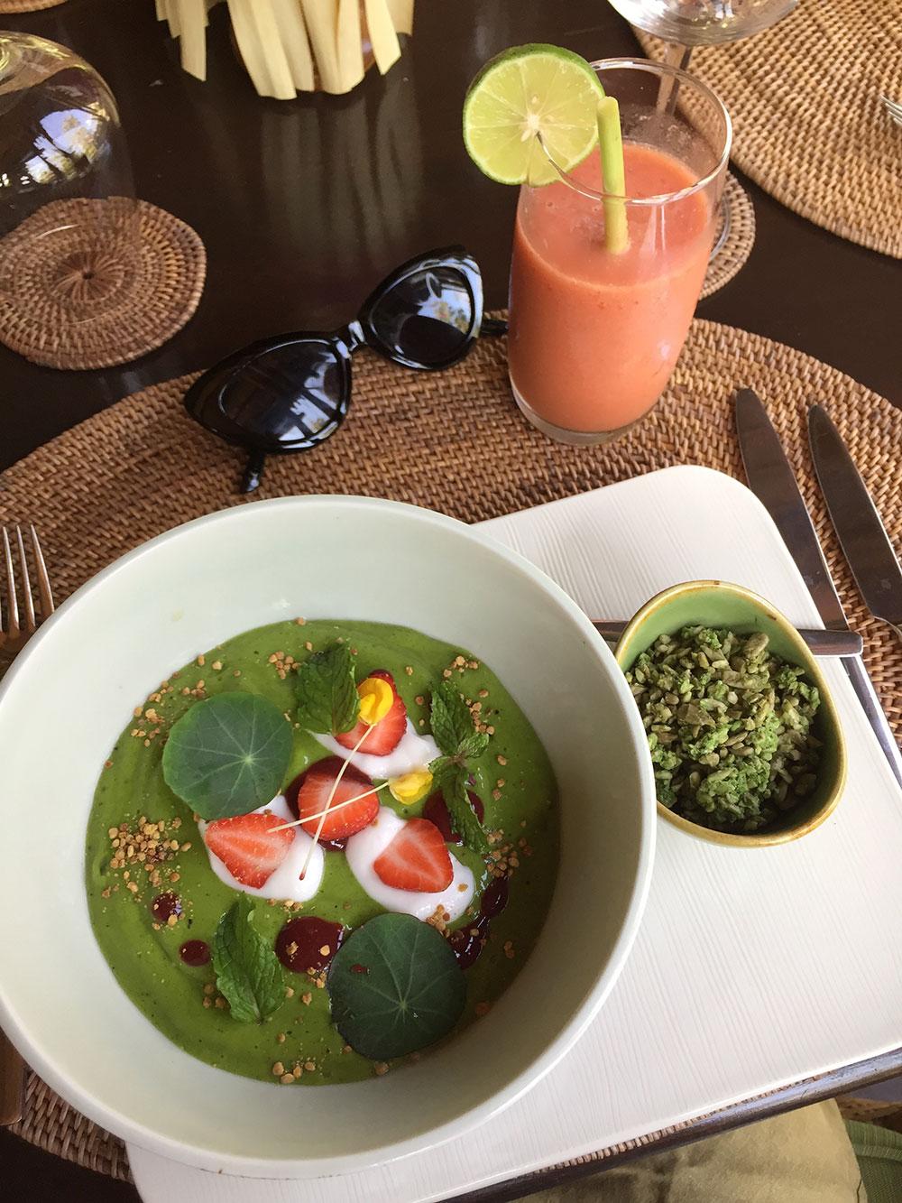 RosyCheeks-Bali-Fivelements-Green-Smoothie-Bowl