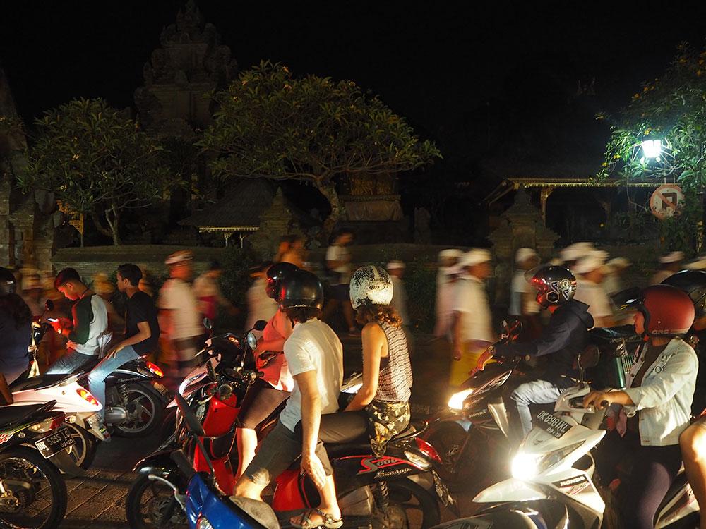 RosyCheeks-Bali-Ubud-street-night