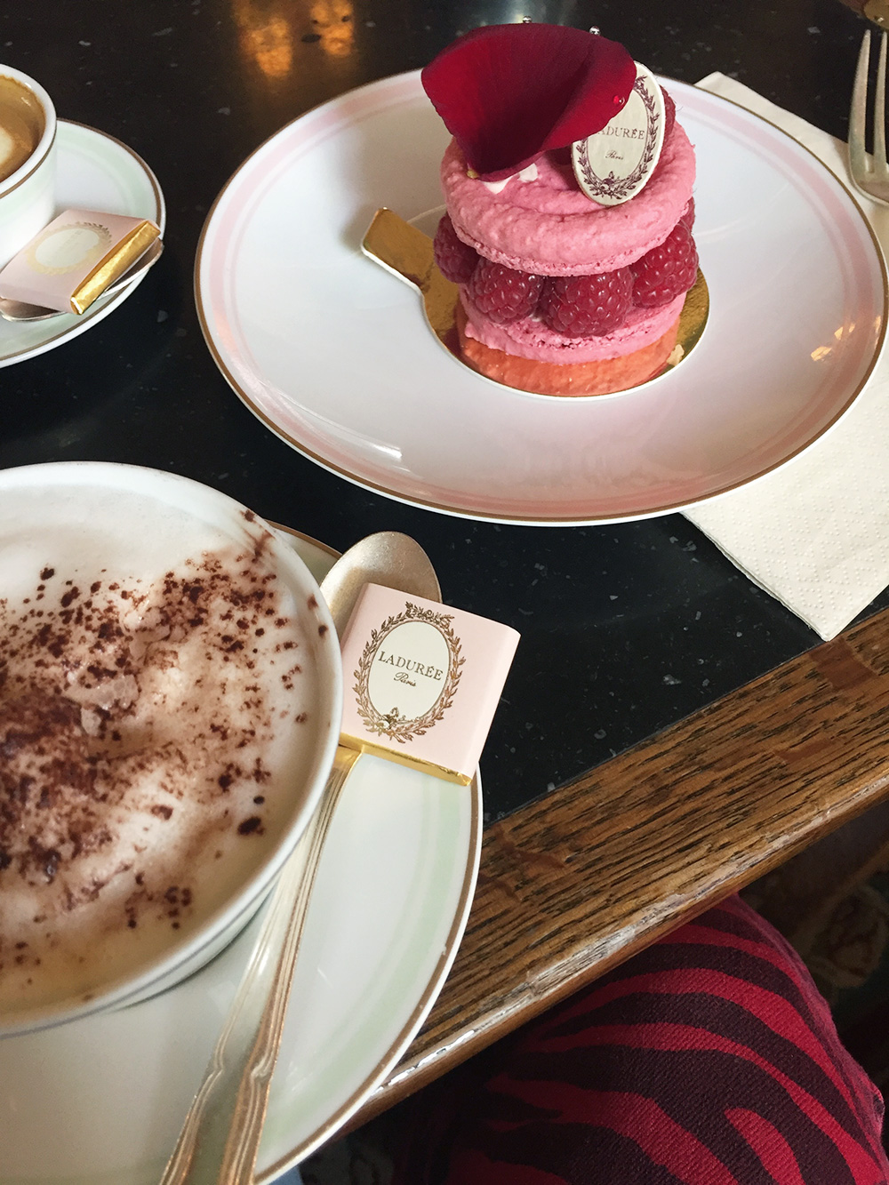 RosyCheeks-Blog-Paris-Laduree-Cake
