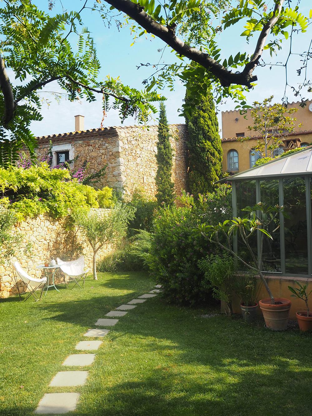 RosyCheeks-Les-Hamaques-Garden-2