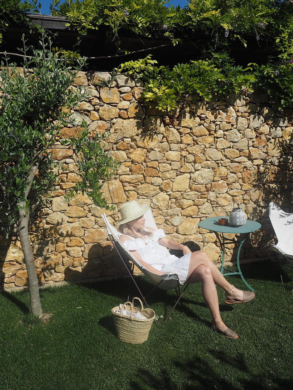 RosyCheeks-Les-Hamaques-garden-1