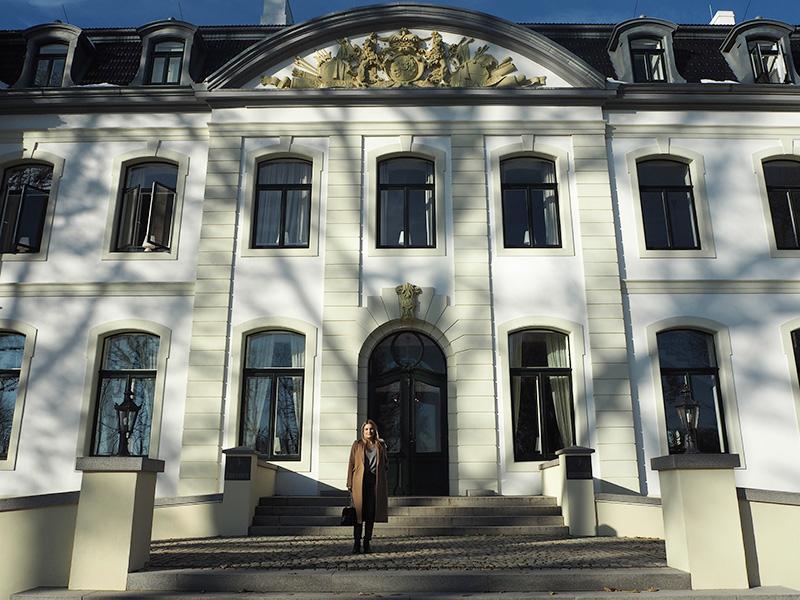 rosycheeks-blog-weissenhaus-schloss-front