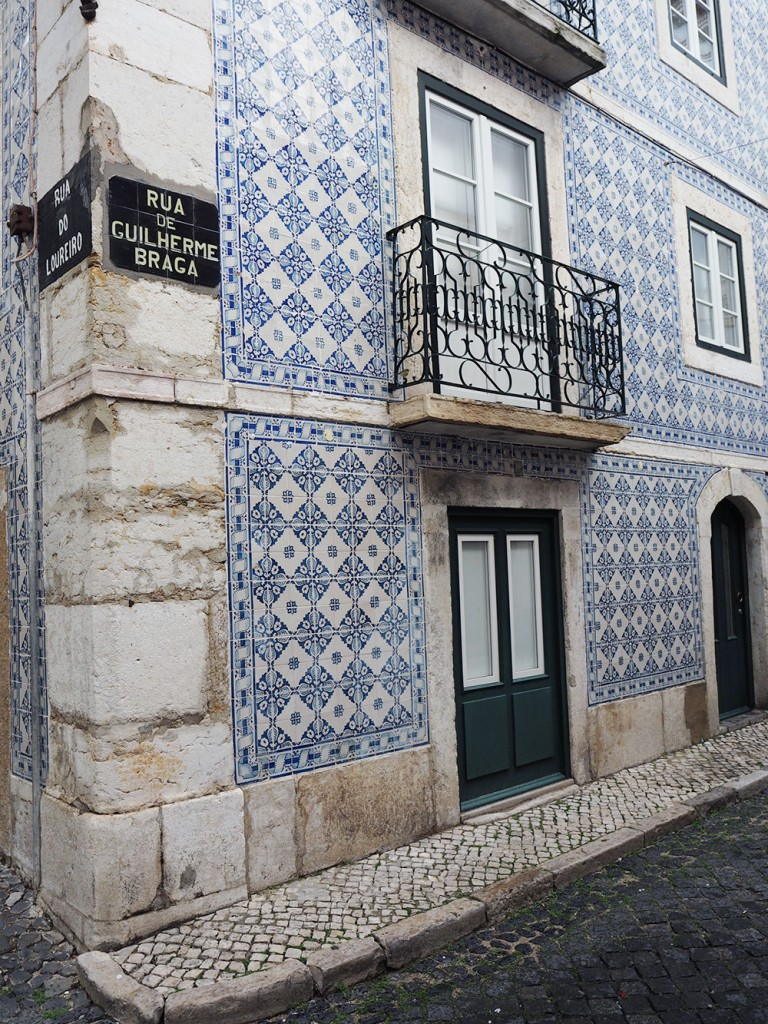 RosyCheeks-lisbon-blue-tiles-house